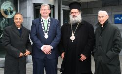 Palestinian leaders are welcomed to Galway by Deputy Mayor, Frank Fahy.